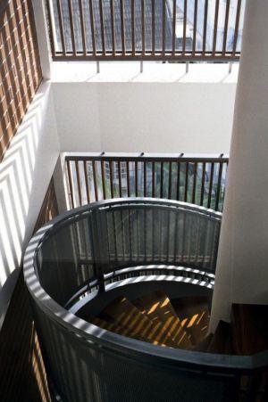escalier en spirale accès étage - maison exclusive par Aamer Architects - Singapour