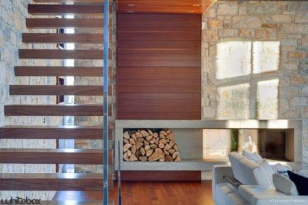 emplacement bois cheminée - Stone House par Whitebox Architects - Athènes, Grèce