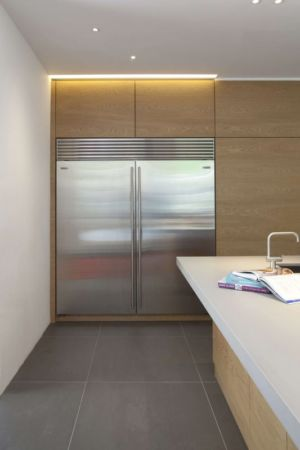 emplacement frigo - Downley House par Kuche Design - Hampshire, Royaume-Uni