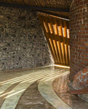 entrée - Brick House par iStudio architecture - Wada, Inde