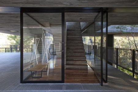 entrée - LM Residence par Marcos Bertoldi Arquitetos - Campo Comprido, Brésil