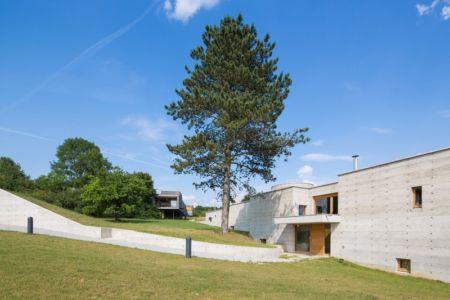 entrée - Maison Terrier par Bernard Quirot architecte + associés - Haute-Saône, France