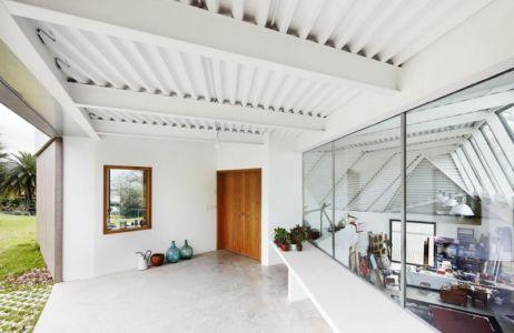 entrée - Maison et atelier d'artiste par Miba architects - Gijón, Espagne