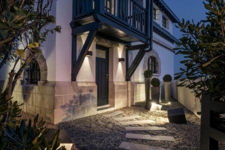 entrée - Rénovation maison typique par Atelier Delphine Carrère - Bidart, France