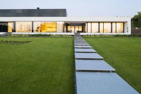 entrée blocs de pavé - Nemo-house par Mobius Architects - lac Mazurie, Pologne