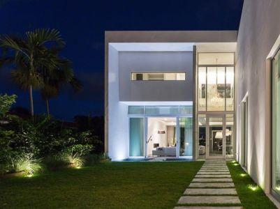 entrée de nuit - Peribere Residence par Max Strang Architecture - Biscayne Bay, Usa