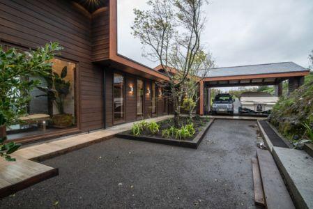 entrée et abris garage - ED House par Eduardo Guzmán Rivera + Juan Carlos Muñoz Del Sante - Chili