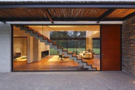 entrée et baie vitrée - House b2 par Jaime Ortiz de Zevallos - Pachacamac District, Pérou