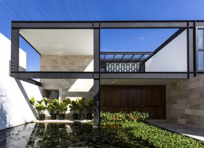 entrée et bassin - Montebello 321 par Jorge Bolio Arquitectura - Merida, Mexique