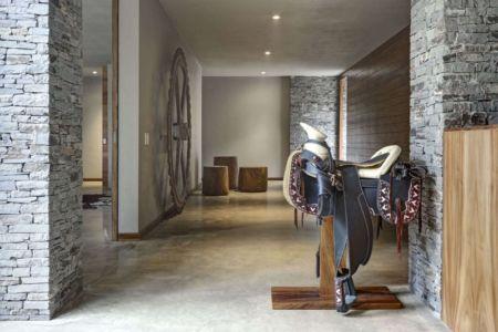 entrée et décorations sculpturales - Casa MM par Elías Rizo Arquitectos - Mexique