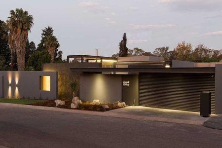 entrée et garage - House Sar par Nico van der Meulen Architects - Johannesbourg, Afrique du Sud