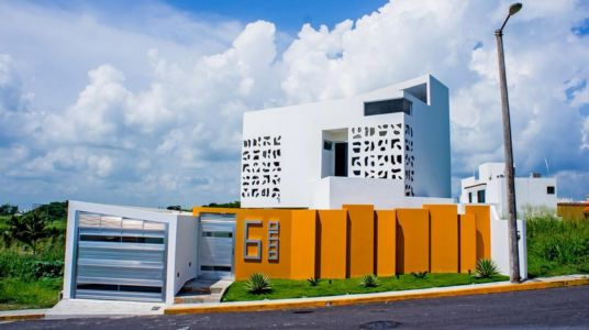 entrée et garage - Nest house par Gerardo Ars Arquitectura - Alvarado, Mexique