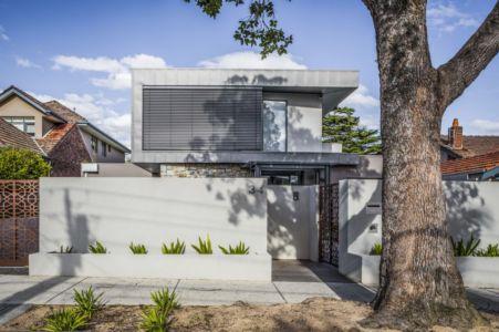 entrée extérieure - Hampton Residence par Finnis Architects - Melbourne, Australie