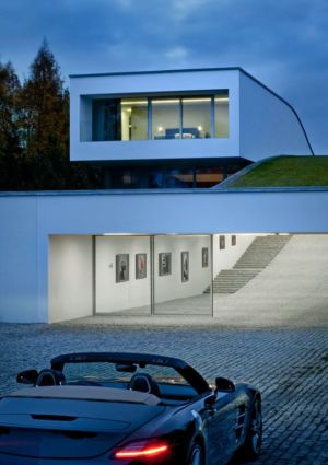 entrée garage - Autofamily House - Robert Konieczny-KWK Promes - Pologne