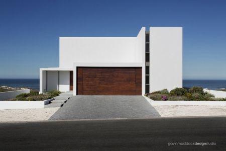 entrée garage - Pearl Bay Residence par Gavin Maddock Design Studio - Yzerfontein, Afrique du Sud