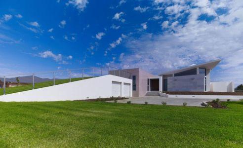 entrée garage avec toit végétalisé - Piccoli Residence par Casalgrande Padana Spa - Indiana, USA