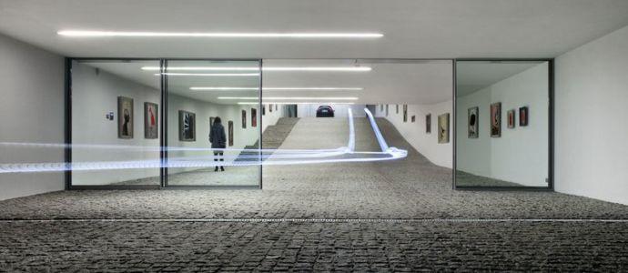 entrée garage & galerie d'art - Autofamily House - Robert Konieczny-KWK Promes - Pologne