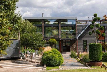 entrée garage - houseboat par MAA Architects - Tamise, Angleterre