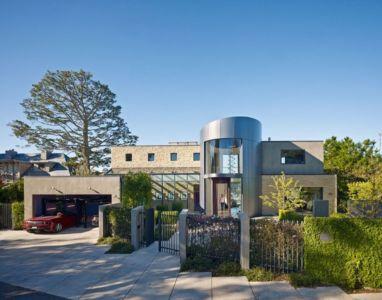 entrée garage - maison exclusive par Polsky Perlstein Architectes - San Francisco, USA