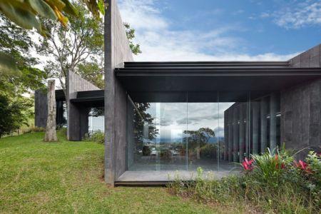 entrée grande baie vitrée - casa-altamira par Joan Puigcorbé - Ciudadd Colon, Costa Rica