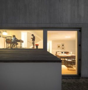 entrée grande baie vitrée - house-caxias par António Costa Lima Arquitectos - Caxias, Portugal
