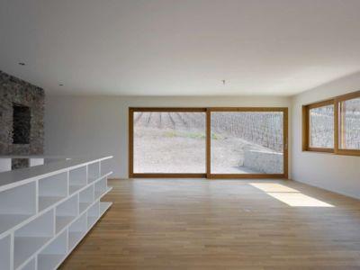 pièce de vie - House-transformation par clavienrossier architects - Suisse