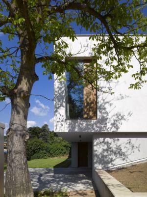 entrée - maison contemporaine par  Jarousek Rochová Architekti - Republique Tchèque - photo Filip Slapal