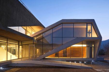 entrée monumentale - Maison Rivendell par IDMM Architects - Corée du sud