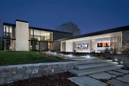 façade terrasse et jardin illuminée - modern farmhouse par Meyer Davis studio - Nashville, USA