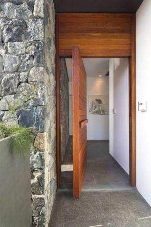 entrée porte en bois - tsikkinis par Tsikkinis Architecture Studio - Limassol, Chypre