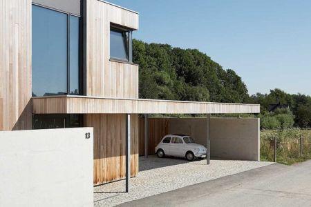 entrée préau garage - Maisons bois contemporaines par Zamel Krug Architekten - Hagen, Allemagne