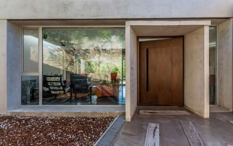 entrée principale - House in Q2 par Santiago Viale - Mendiolaza, Argentine