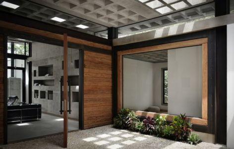 entrée principale cour - odD House 1.0 par odD+ - Quito, Equateur.jpg