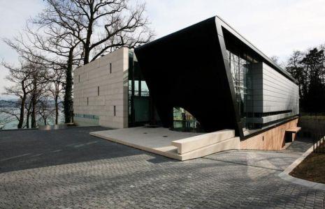 entrée principale et garage - villa afro-européenne par Saota - Genève, Suisse