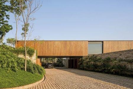 entrée propriété - maison bois contemporaine par Jacobsen Arquitetura - Porto Feliz, Brésil
