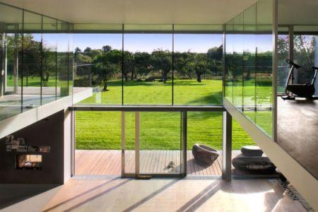 pièce de vie et terrasse - safe-house par Robert Konieczny – KWK Promes - Varsovie, Pologne