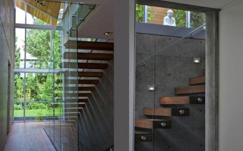 escalier - Forest House par Garret Cord Werner - Vancouver, Canada