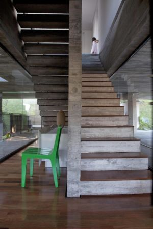 escalier - LM Residence par Marcos Bertoldi Arquitetos - Campo Comprido, Brésil