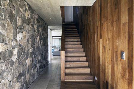 escalier - SH House par 01arq - La Dehesa, Chili