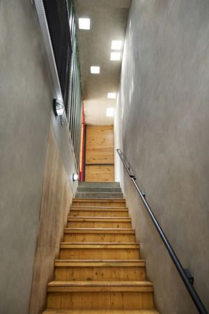 escalier étage - Container-Urban par Atelier Riri - Bekasi, Indonesie