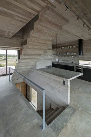 escalier étage - House-three-forms par Luciano Kruk - Buenos Aires, Argentine