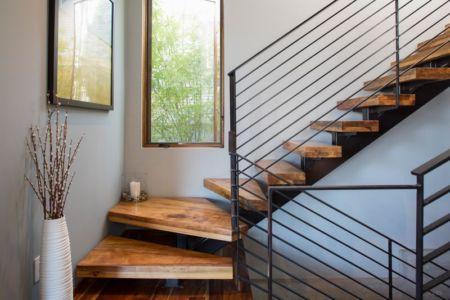 escalier accès étage - 1980-Home par Dick Clark + Associates - Austin, USA