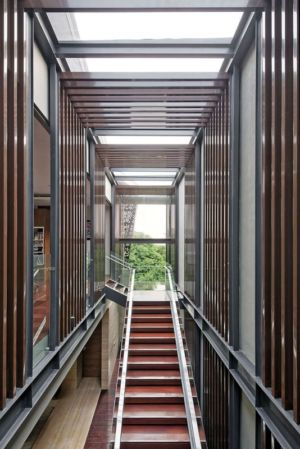 escalier accès étage - Ben House-GP par Wahana Architects - Jakarta, Indonésie