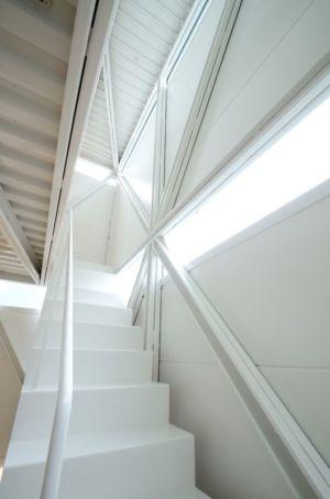 escalier accès étage - Boundary House par Niji Architects - Tokyo, Japon
