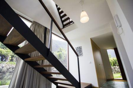 escalier accès étage - Casa do Miradouro par Dirck Mayer - Ponta Delgada, Madère, Portugal