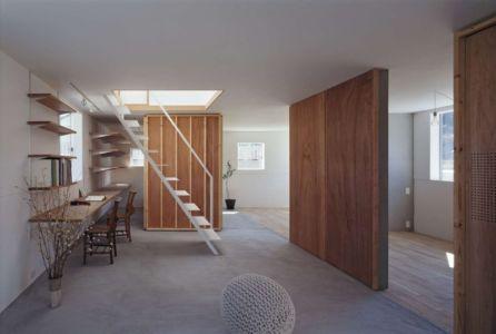 escalier accès étage - House-Yamasaki par Tato Architects-You Shimada - Hyogo,Japon