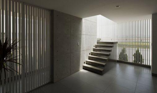 escalier accès étage - casa-v par Estudio 6 Arquitectos - Perou