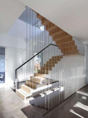 escalier accès étage - during-tannay par Christian Von During Architects - Tannay, Suisse