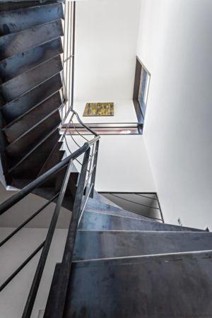 escalier accès étage - maison bois par Hugues Tournier - Cardaillac, France