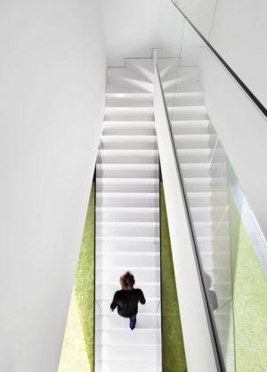 escalier accès étage - maison exclusive par KWK Promes - Katowice, Pologne